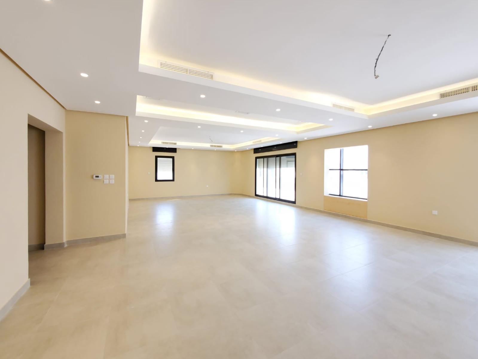 Fnaitees – large, ufnurnished, four bedroom floor w/balcony