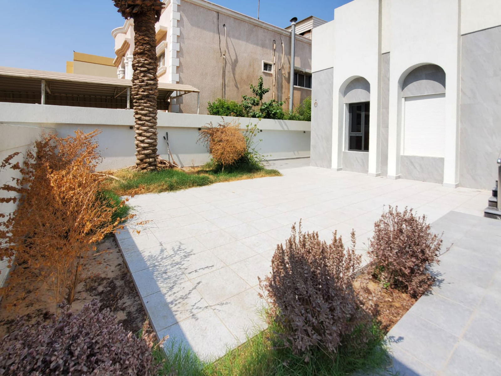 Mishref – newly renovated, unfurnished villa w/garden