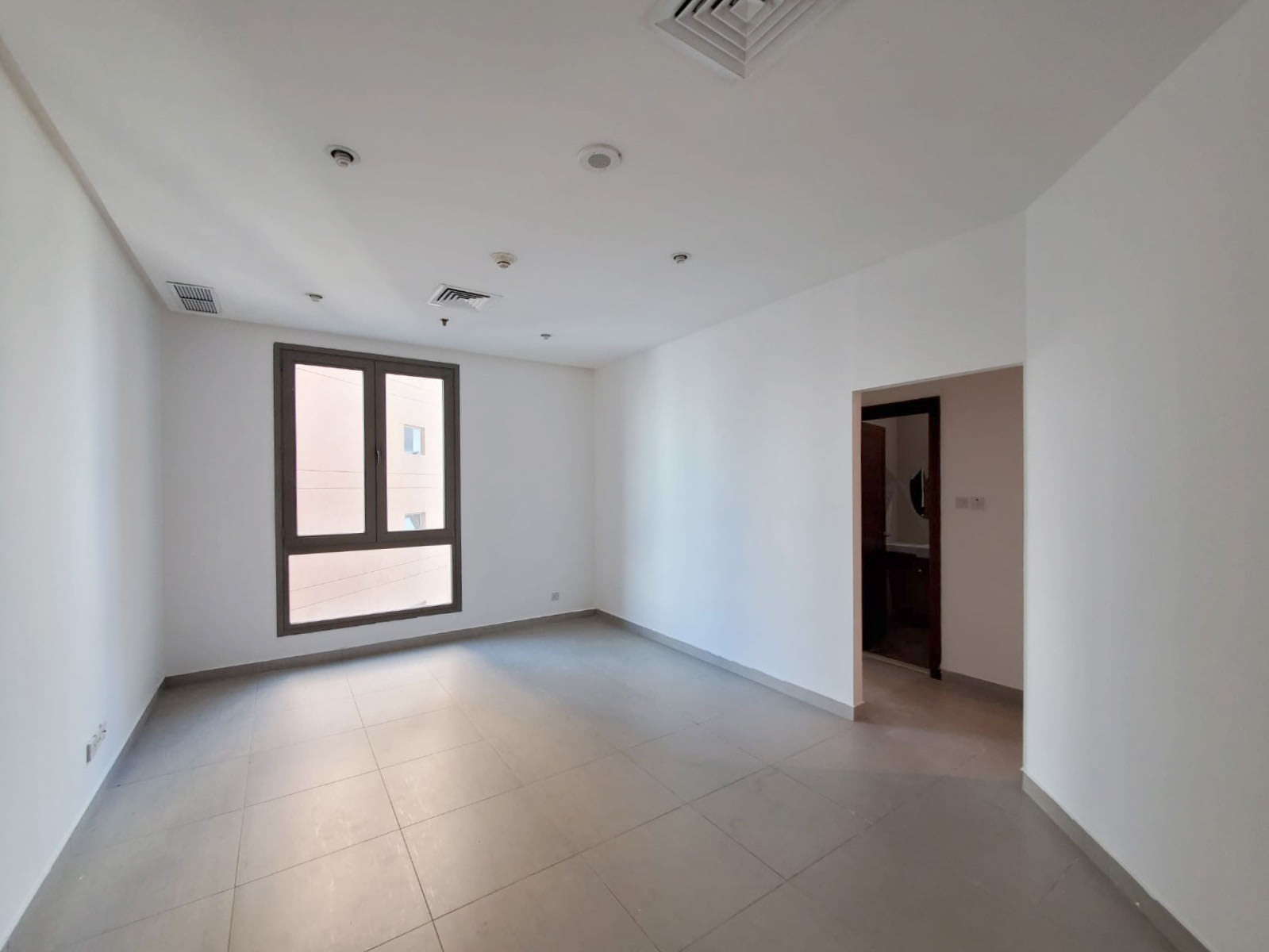 Salmiya – unfurnished one bedroom apartments w/pool