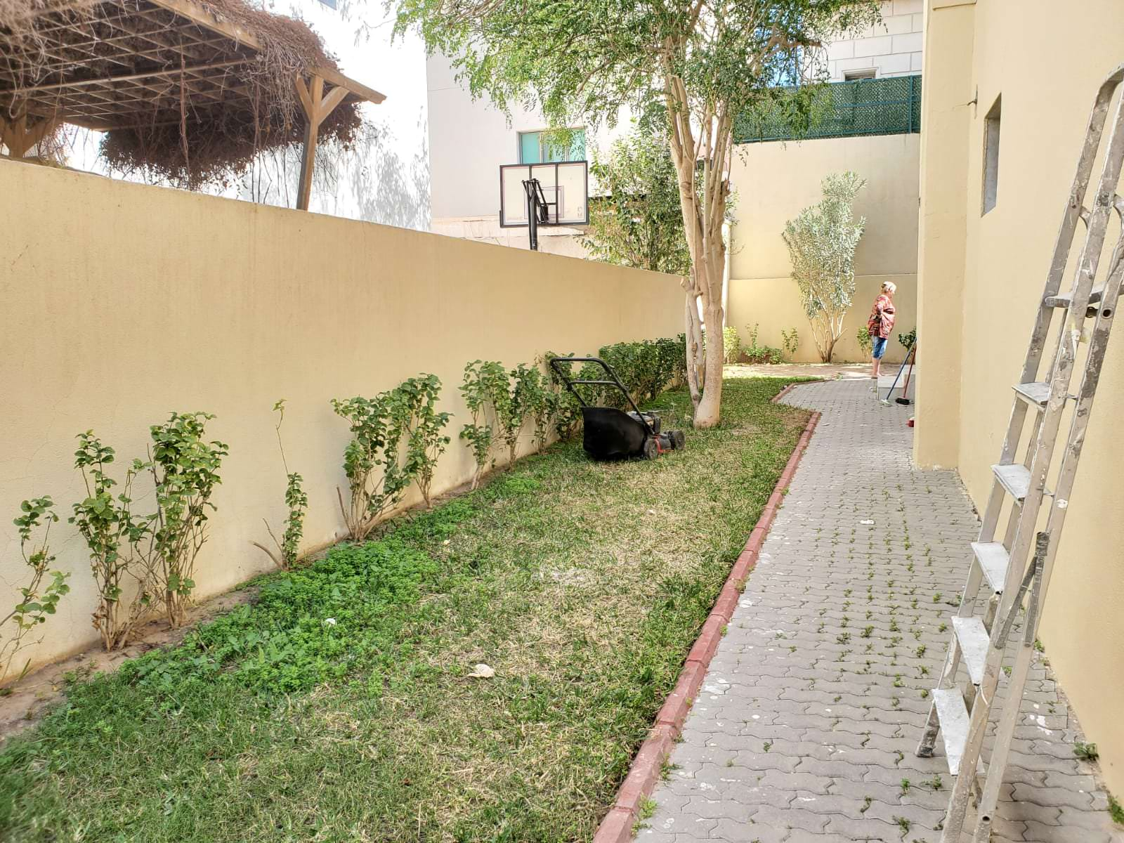 Qortuba – unfurnished, six bedroom villa w/garden
