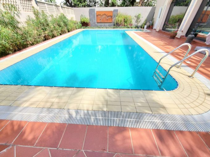 Salwa – fantastic part of villa w/private swimming pool and large garden.