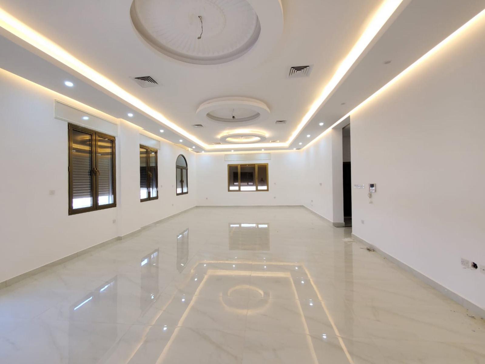 Fnaitees – spacious, four bedroom floors